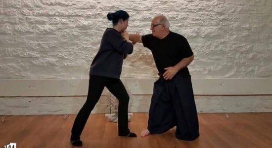 Un premier atelier d'autodéfense au studio Namaste Yoga - Marrie E. Bathory