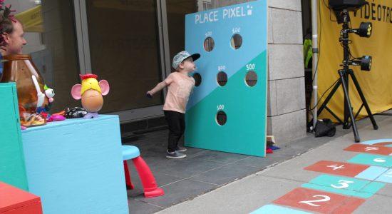 Une place éphémère pour petits et grands pixels - Suzie Genest