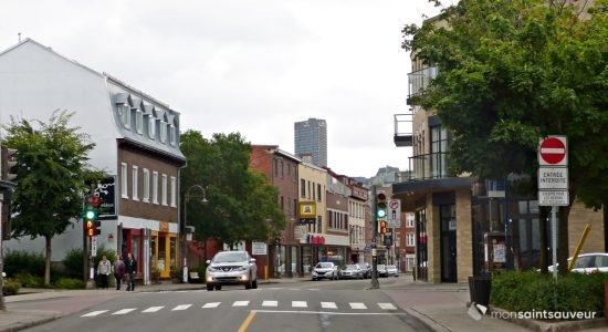 Des places de stationnement courte durée pour faciliter le «take-out» - Julie Rheaume