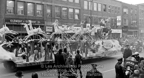 Saint-Roch dans les années 1970 (14) : Parade du Père Noël sur Charest - Jean Cazes