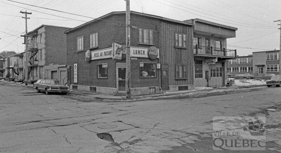 Saint-Sauveur dans les années 1970 (20) : le restaurant Au Passant - Jean Cazes