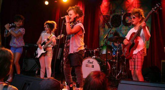 Un camp rock pour les filles à la YWCA - Céline Fabriès
