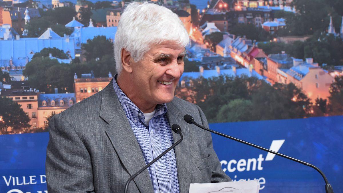 L'ancien joueur de hockey Alain Côté a rendu hommage au père des Nordiques, Marius Fortier.