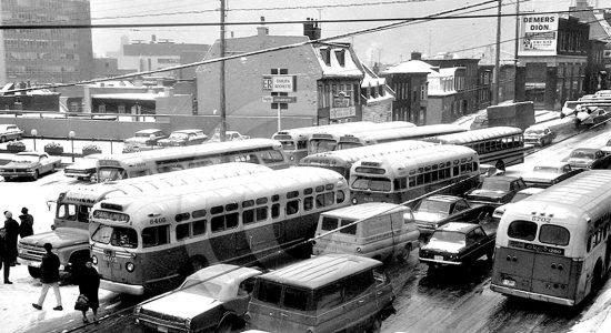 Saint-Roch dans les années 1960 (26): congestion d'autobus sur la côte d'Abraham - Jean Cazes