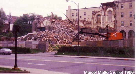 Montcalm dans les années 1980 : démolition de la première église Notre-Dame-du-Chemin - Jean Cazes