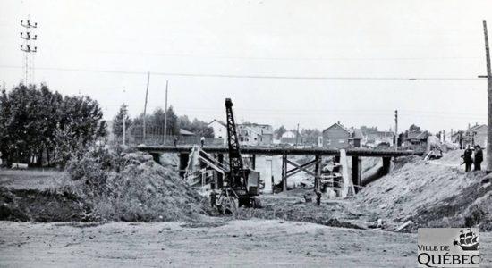 Limoilou dans les années 1940 (37) : construction d'un viaduc dans Maizerets - Jean Cazes