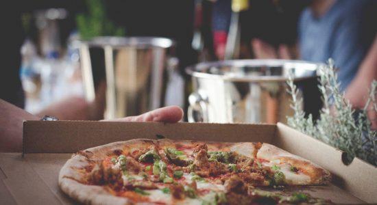 Pizza + vin en livraison/à emporter