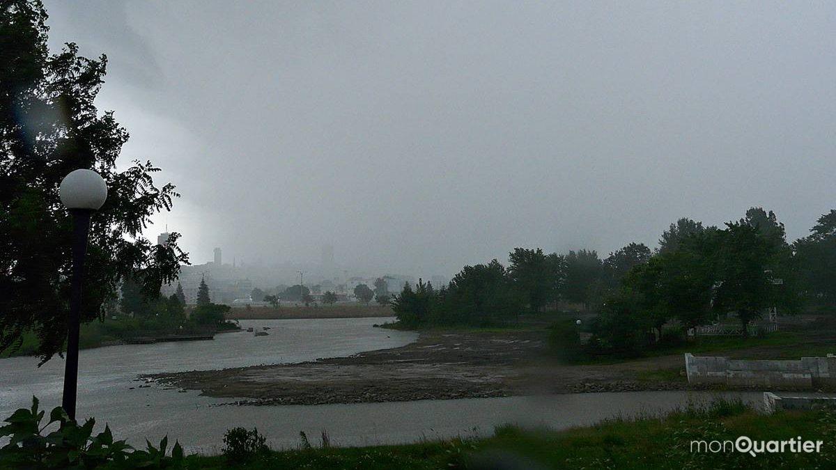 Limoilou. Début d'un orage au parc Cartier-Brébeuf. 24 juillet 2008.