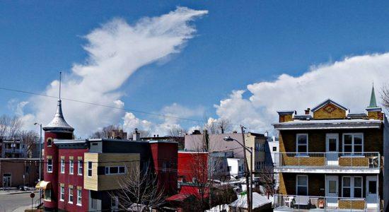 Limoilou. Cumulonimbus de faibles extensions causant des averses de neige. Direction ouest. 14 avril 2015.
