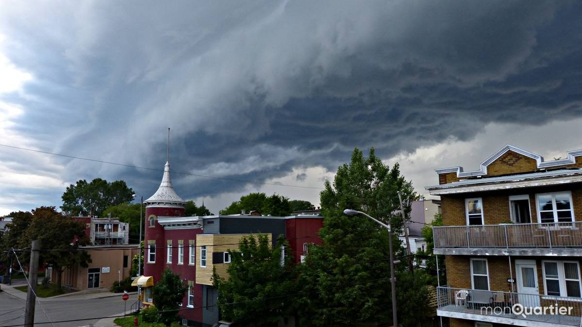Limoilou. Arrivée d'un orage et de son arcus, à l'ouest. 1er juin 2018.