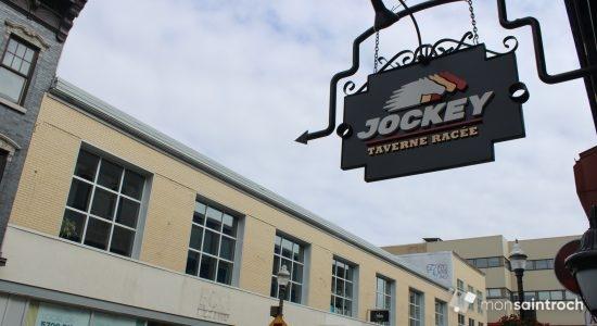 Jockey taverne racée se met en piste dans l'ancien Pub Edward - Véronique Demers