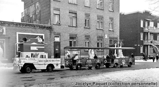 Saint-Sauveur dans les années 1960 (31) : le petit train du Carnaval parcourant la rue Sainte-Thérèse - Jean Cazes