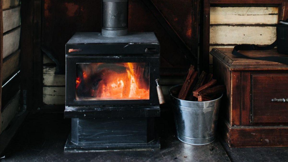 La Ville impose des changements aux proprios de fournaises et poêles au bois | 19 avril 2021 | Article par Julie Rheaume