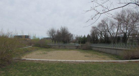 Un terrain de volley aux abords de la rivière Saint-Charles - Julie Rheaume