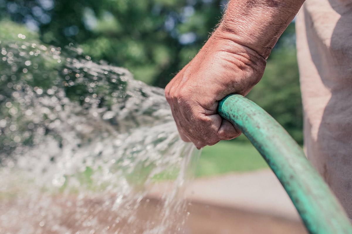 Eau potable : interdiction d'arrosage, de nettoyage et de remplissage des piscines - Gabriel Côté